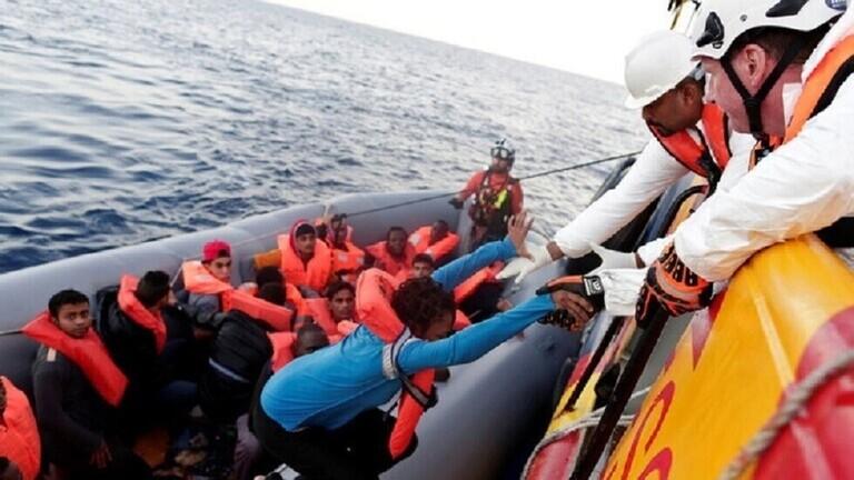 وصول أكثر من 800 مهاجر إلى إيطاليا