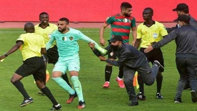 عقوبات إفريقية ثقيلة ضد  نادي مولودية الجزائر بِسبب اعتداء لاعبيه على الحكم في لقائه ضد الوداد البيضاوي