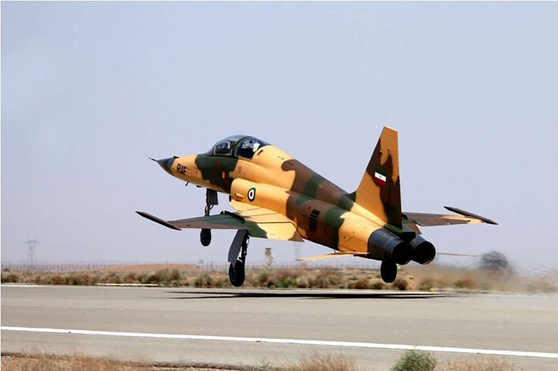مقتل طيارين إيرانيين  بسبب مشكلة فنية بطائرة مقاتلة