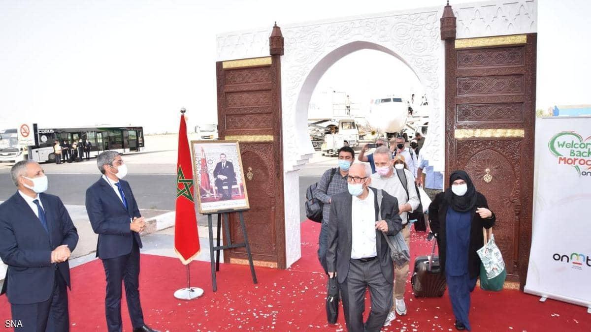 الحياة تدب مجددا في مطارات المغرب.. والورود تستقبل الجالية