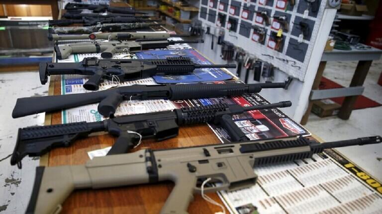 قاض أمريكي  يلغي الحظر المفروض على شراء الأسلحة الهجومية