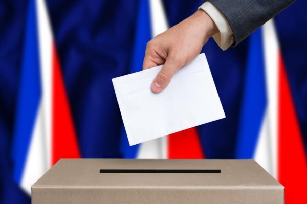 انتخابات الجهات والمقاطعات في فرنسا.. العزوف هو الرابح الأكبر