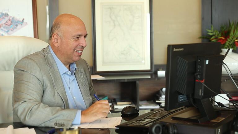 منع رجل الأعمال  أحمد هيكل من السفر خارج مصر
