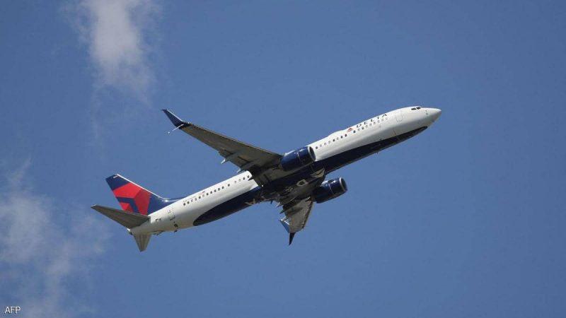 مسافر يحاول اقتحام قمرة قيادة طائرة أميركية