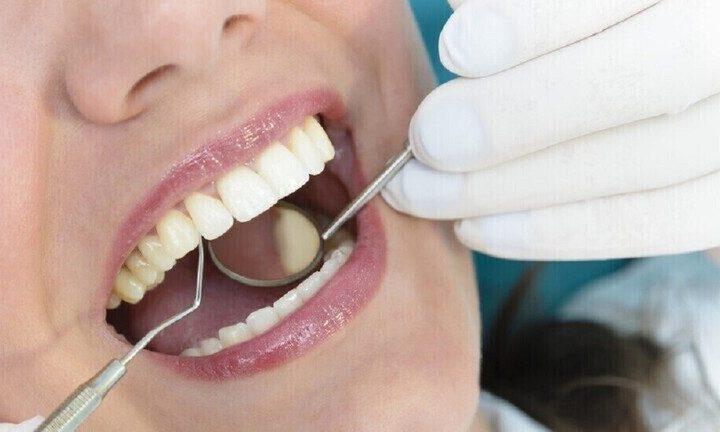 طبيبة أسنان تدعي إمكانية معرفة الحامل بفحص فمها فقط!