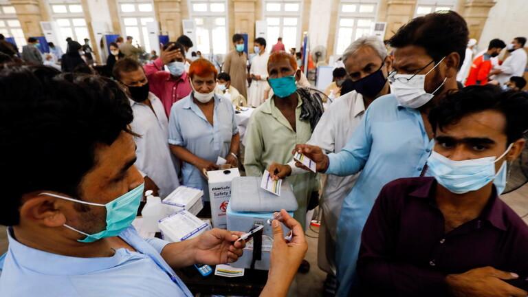 """ولاية باكستانية تفرض """"عقوبة فريدة"""" على رافضي التطعيم ضد كورونا"""