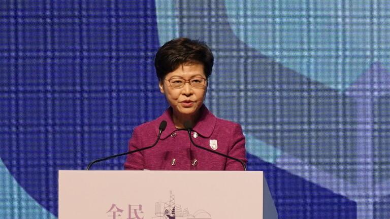 زعيمة هونغ كونغ تتهم حكومات أجنبية بتهديد أمن المدينة