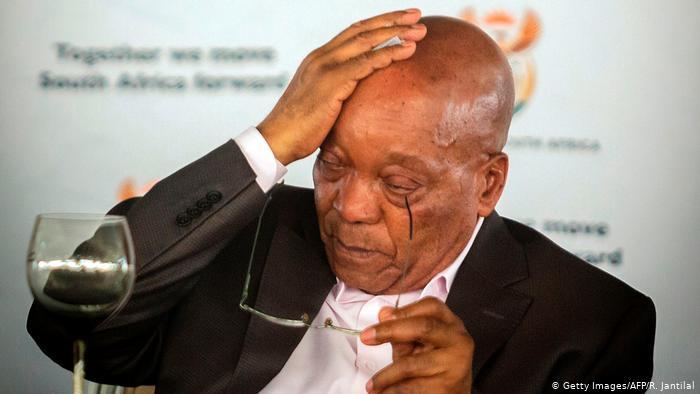 """عدو الوحدة الترابية المغربية: رئيس جنوب إفريقيا السابق """"زوما""""  المتهم بالفساد يسلم نفسه لسلطات السجون  بعد محاولة  عصيان"""
