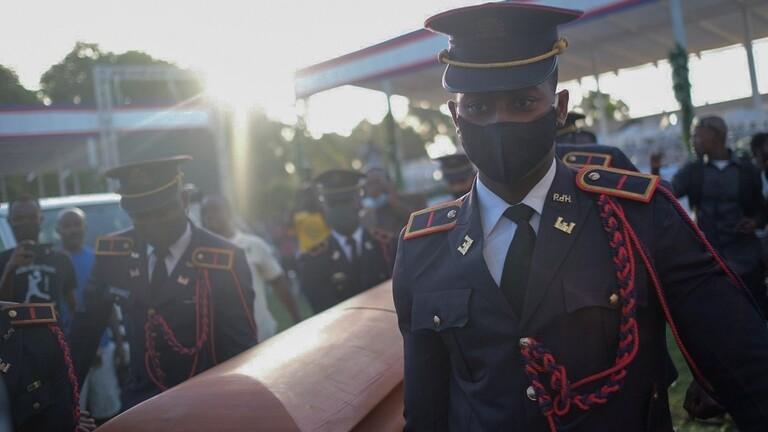 وفود أجنبية تحتمي بسياراتها إثر اندلاع احتجاج أثناء جنازة رئيس هايتي