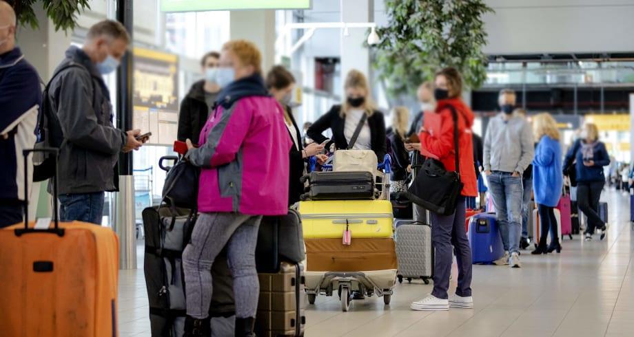 """""""كوفيد-19"""".. الاتحاد الأوروبي يرفع قيود السفر المفروضة على عدد من البلدان"""