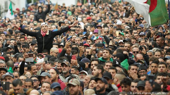 الجزائر : ردود فعل قوية من الحراك الشعبي ضد الحكومة الجديدة…!!