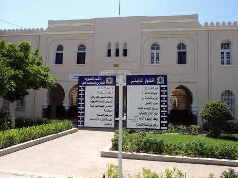 تخرج منها رؤساء ووزراء وأطر  مغاربة وأجانب،  أنشئت في 1915، مؤسسة عمر بن عبدالعزيز بوجدة، أول ثانوية بالمغرب