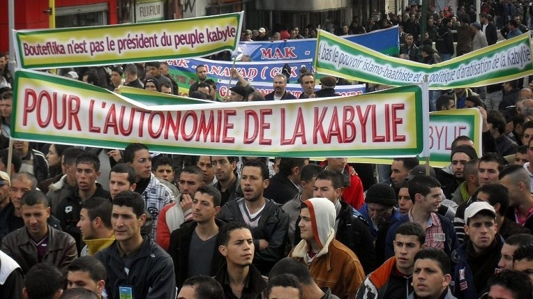 """الجزائر تتمسك بتقرير مصير شرذمة """"البوليساريو"""" والمغرب ينبه إلى أن  شعب القبائل الشجاع  (10 مليون) يستحق تقرير المصير"""