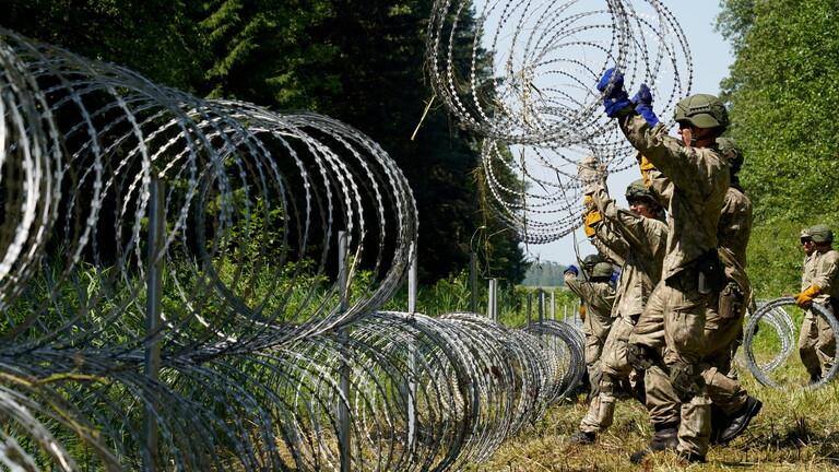 الاتحاد الأوروبي يرسل خبراء إضافيين إلى الحدود مع بيلاروس