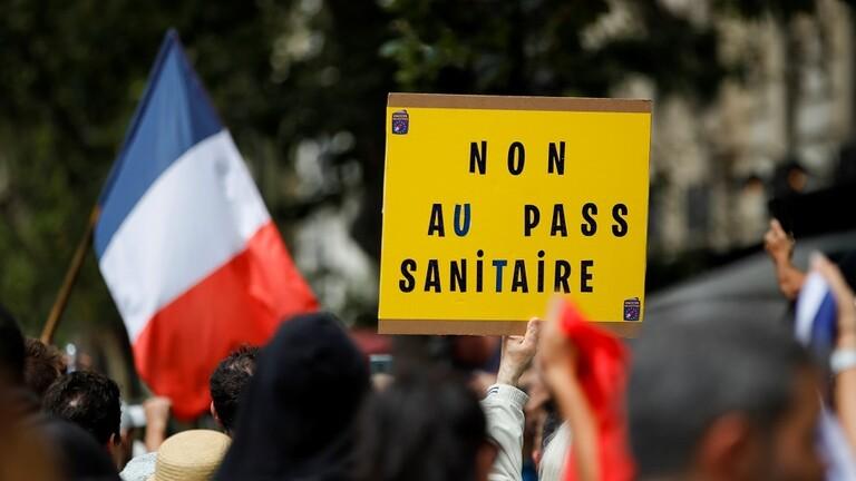 """فرنسا.. اشتباكات بين الشرطة ورافضي """"الشهادة الصحية"""" في مدينة ديجون"""