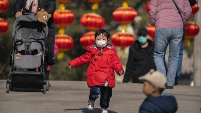 الصين تعتمد قانونا يسمح للزوجين بإنجاب الطفل الثالث