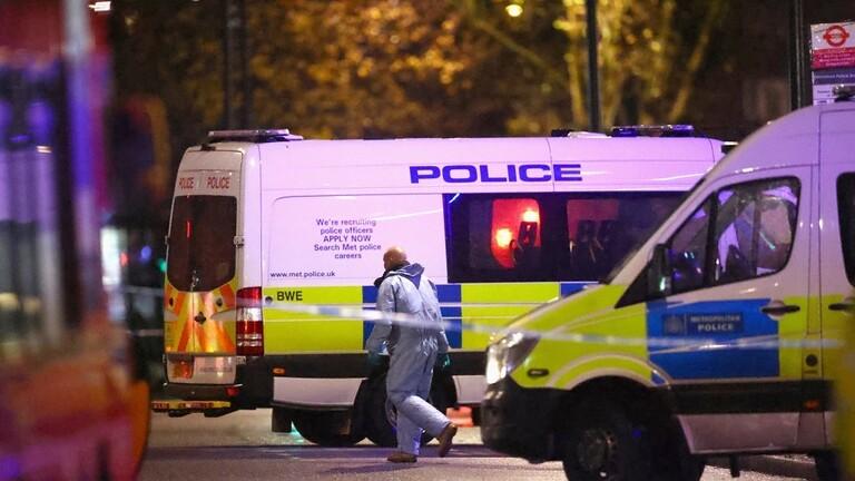 بريطانيا.. تعرض رجل لعدة طعنات وسط لندن (فيديو)
