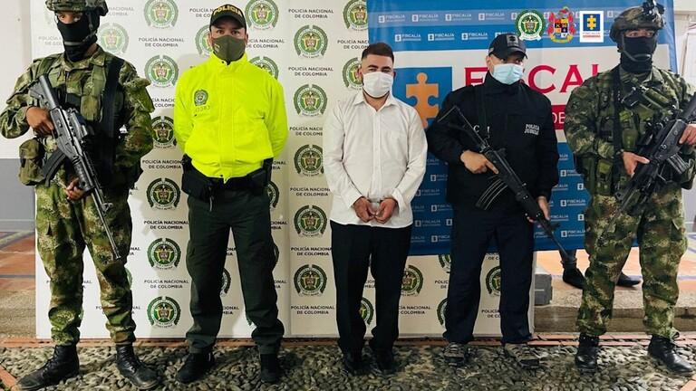 """شرطة كولومبيا تعتقل رئيس عصابة المخدرات الملقب بـ""""الخنجر"""" خلال حفل زفافه (فيديو)"""