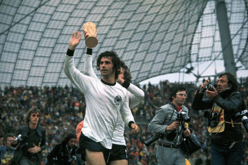 وفاة أسطورة كرة القدم الألمانية صاحب أكبر عدد من الأرقام القياسية قبل عصر رونالدو وميسي