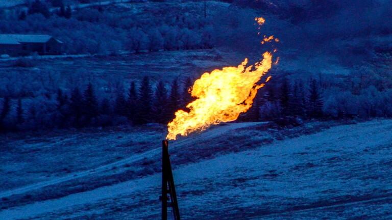 للجلسة الثالثة على التوالي.. أسعار النفط تتراجع