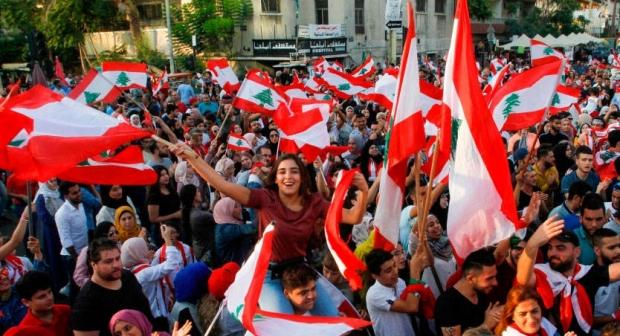 لبنان .. انتكاسات متتالية تدخل البلاد منعطفا سياسيا خطيرا يصعب التكهن بما سيؤول إليه