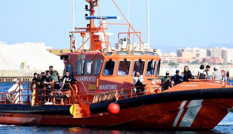 هروبا من القمع والبطالة، آلاف الجزائريين بأسرهم  يغامرون بركوب قوارب  الموت نحو إسبانيا