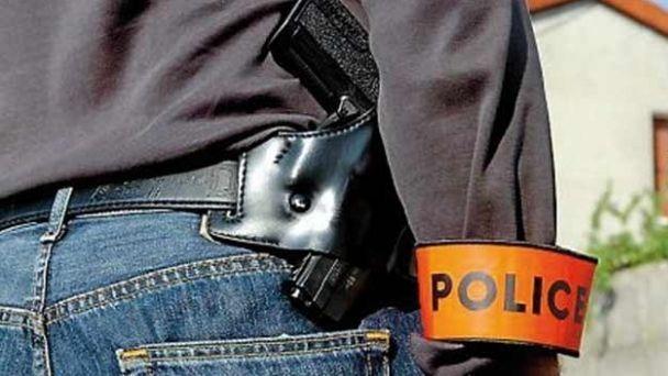 وجدة : مفتش شرطة يضطر لاستعمال سلاحه الوظيفي لتحييد خطر شخص