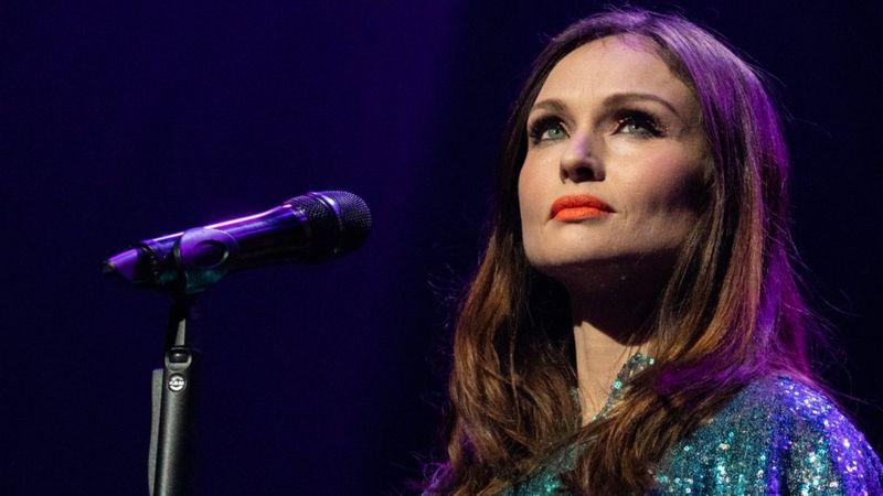 المغنية صوفي إليس-بيكستور تتحدث عن معاناتها من الاغتصاب في سن المراهقة