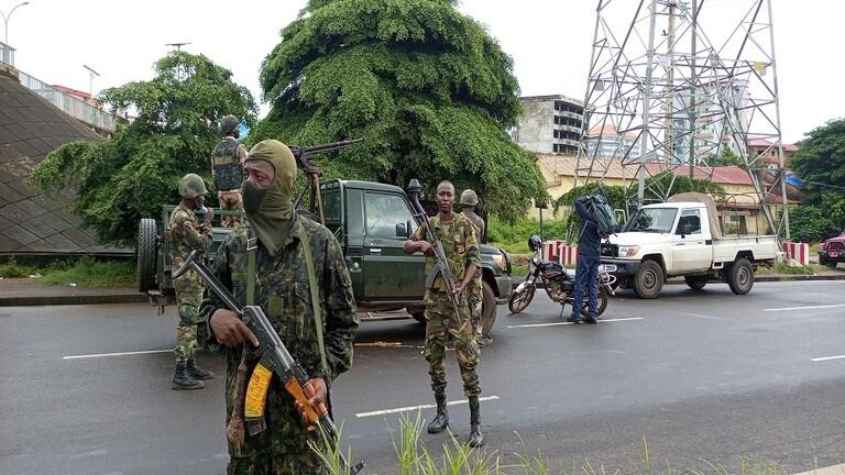 انقلابيو غينيا يعلنون إعادة فتح المطارات واستئناف الرحلات التجارية والإنسانية