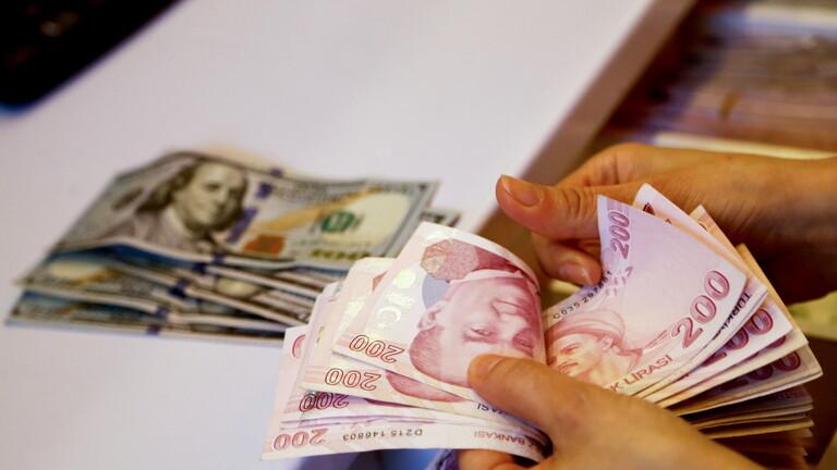 الليرة التركية تسجل أدنى مستوى لها أمام الدولار