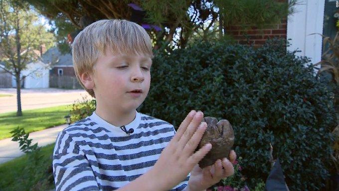 طفل ذو 6 سنوات يعثر على اكتشاف نادر عمره 12 ألف عام