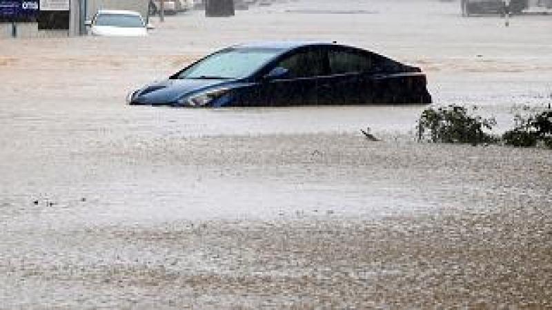 """قتلى ومفقودون في سلطنة عمان جراء الإعصار """"شاهين"""" (فيديو)"""