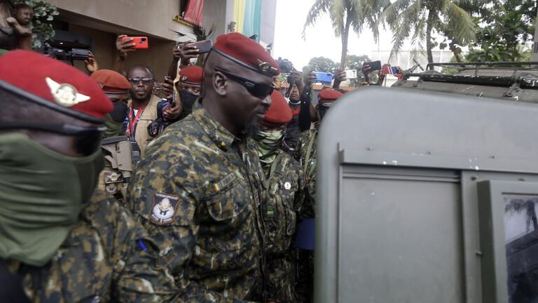 تنصيب زعيم العسكريين الانقلابيين في غينيا رئيسا مؤقتا للدولة