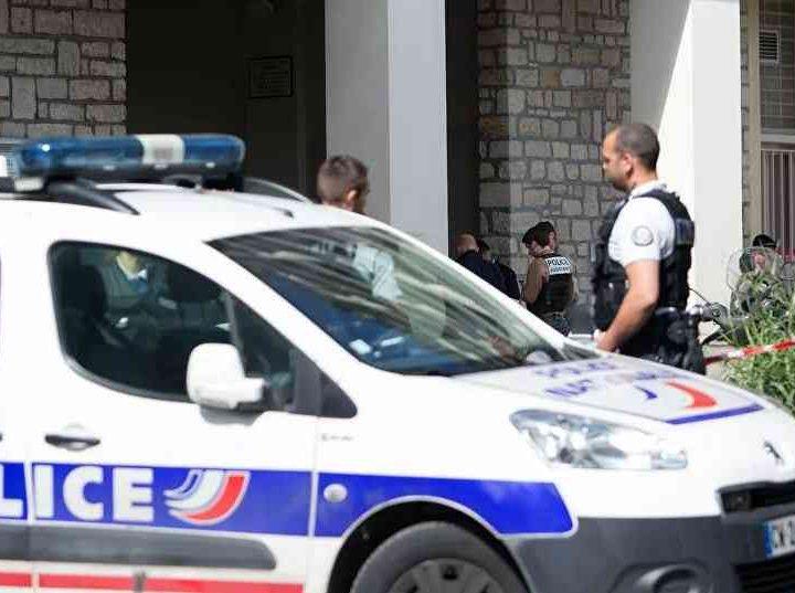 تفكيك شبكة لصوص جزائرية بفرنسا سرقت 600 هاتف وإصدار مذكرات بحث دولية  في حق 4 مضيفين في الجوية الجزائرية